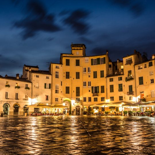 https://www.orchideamarina.it/wp-content/uploads/2019/11/piazza-anfiteatro-lucca-540x540.jpg
